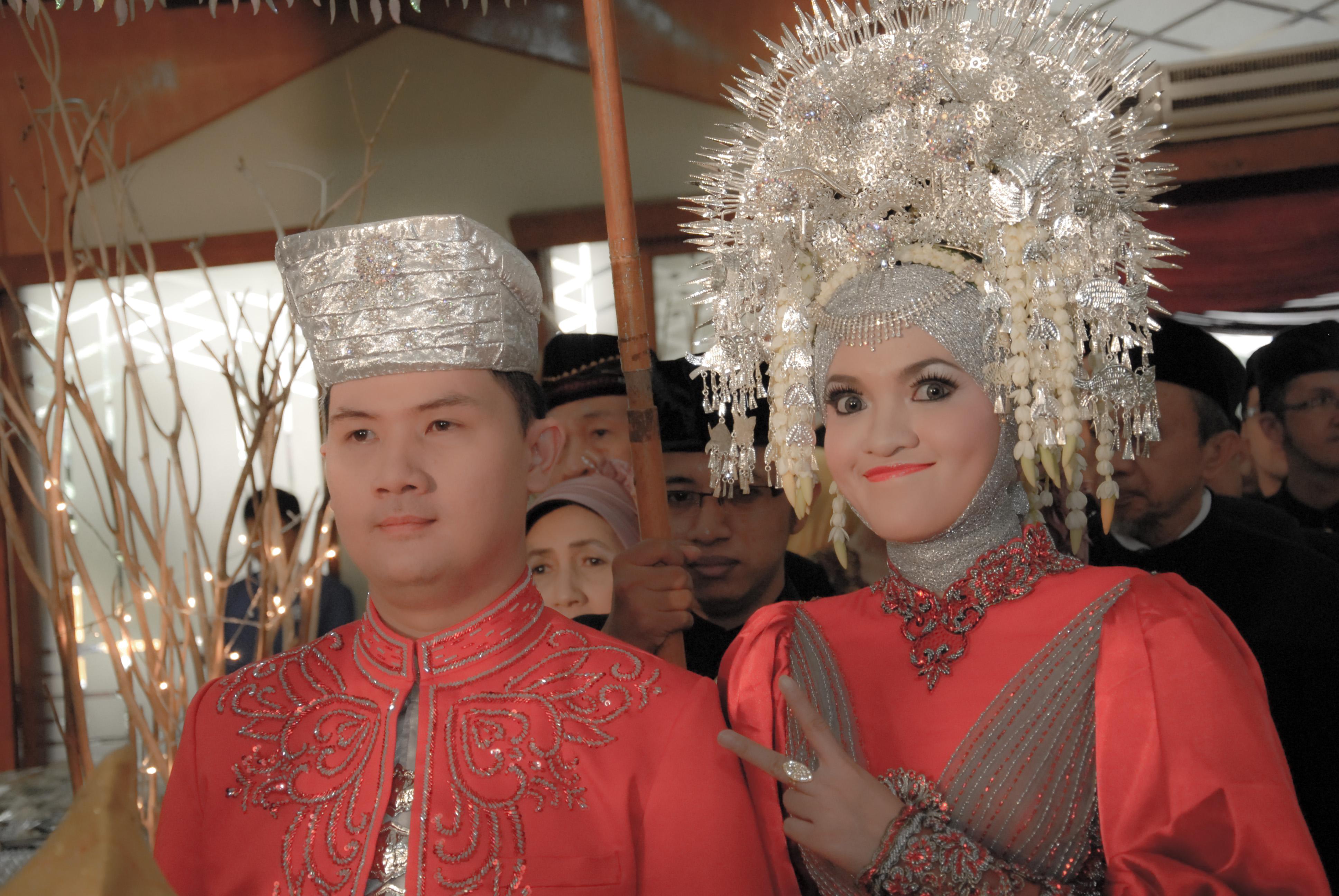dsc_0422-1 Wedding Reception: Be the Reds!