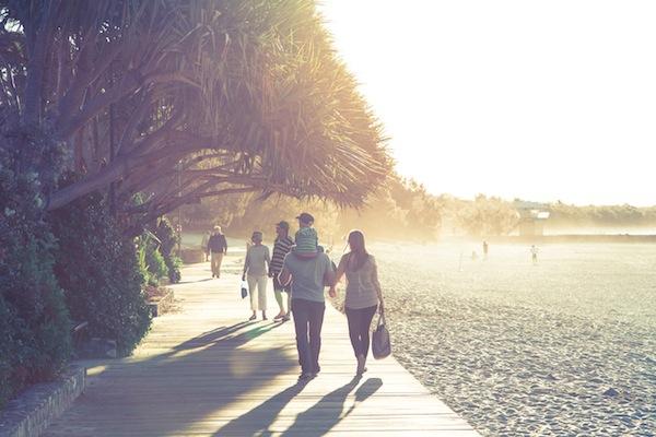 shutteroo.com-sunset-beach-family Tips Ngeblog 8: 10 Website Foto Gratis Yang Wajib Kamu Tahu!