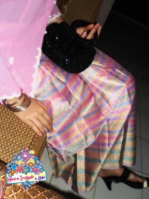 p7070024e Traditional Outfit: Kebaya & Songket