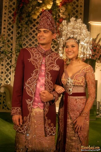 malam_resepsi_bunga_citra_lestari_dan_ashraf_sinclair_di_golden_ballroom_hotel_sultan-20081110-017-anang Wedding Reception: Be the Reds!