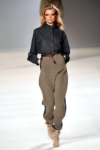 chloe-fall-fashion-2009-010_runway Speaking of Harem Pants...