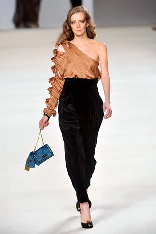 chloe-fall-fashion-2009-030_runway Speaking of Harem Pants...