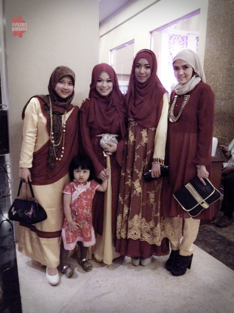 rimma-wedd-4 Maroon vs Gold