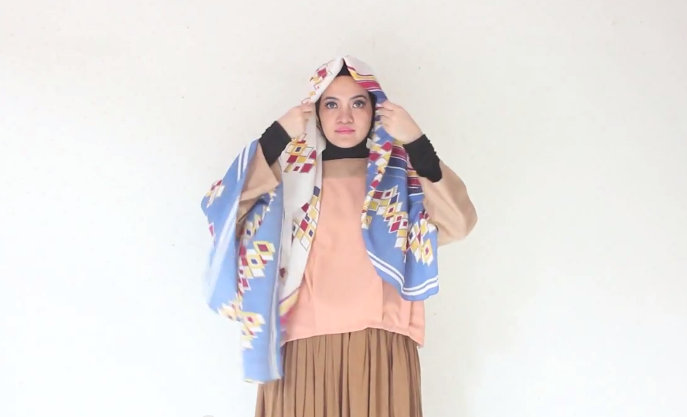 Screen-Shot-2015-02-10-at-12.38.20-AM Hijab Tutorial: Wide Shawl