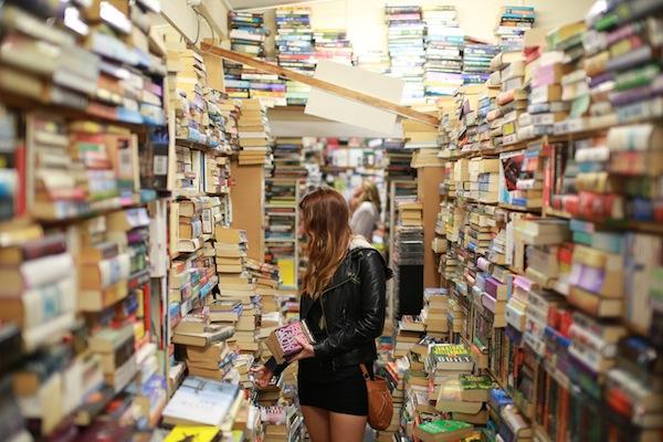 shutteroo.com-book-store Tips Ngeblog 8: 10 Website Foto Gratis Yang Wajib Kamu Tahu!